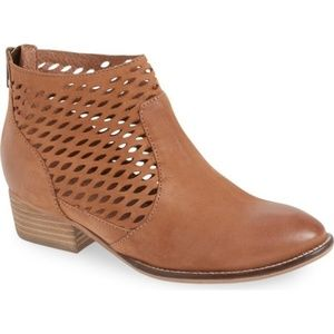 Seychelles 'Waypoint' Suede Ankle Booties